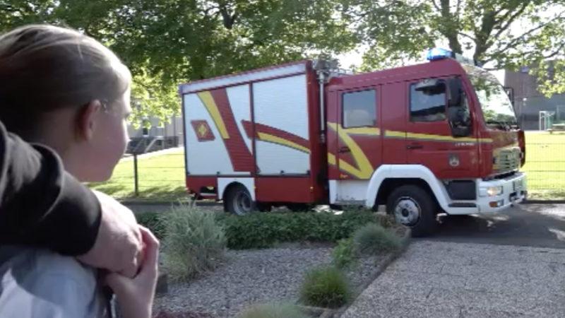 Feuerwehr verschönert Geburtstag (Foto: SAT.1 NRW)