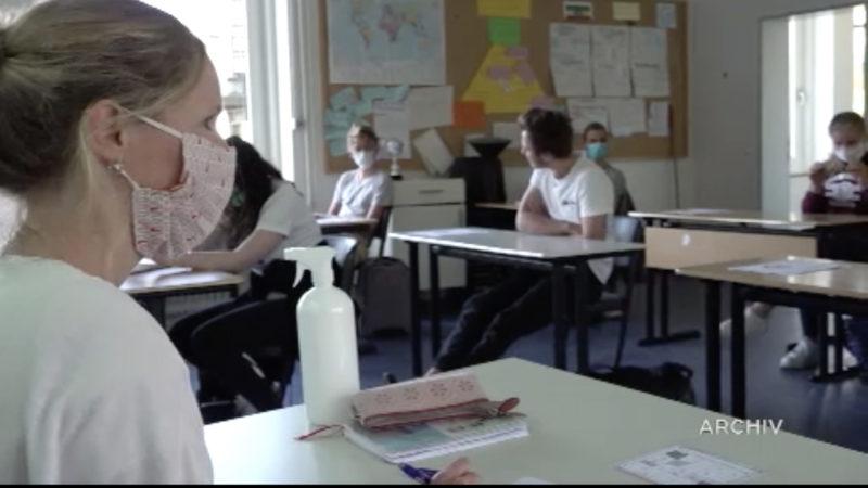 Gebauer besucht Realschule (Foto: SAT.1 NRW)