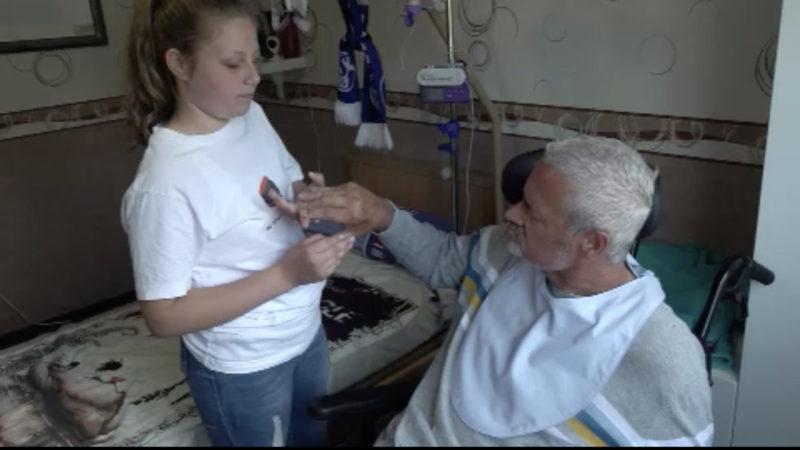 Kinder müssen bei Pflege des Vaters helfen (Foto: SAT.1 NRW)