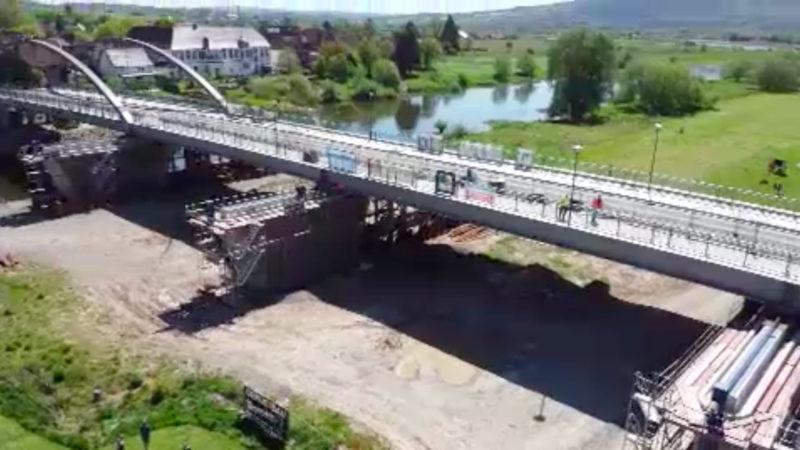 Baufirma verschiebt Weserbrücke (Foto: SAT.1 NRW)
