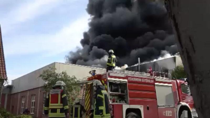 Großbrand in Fabrik: Salzsäurebad in Flammen (Foto: SAT.1 NRW)