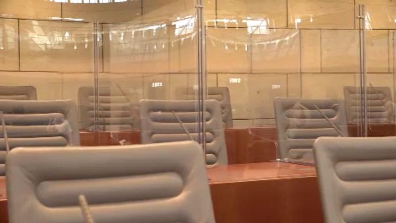 Plexiglas im Landtag (Foto: SAT.1 NRW)