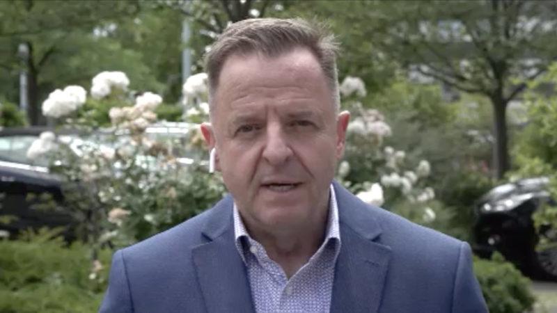 Expertengespräch mit Pychologe Lüdke zum Thema Kinderpornografie (Foto: SAT.1 NRW)