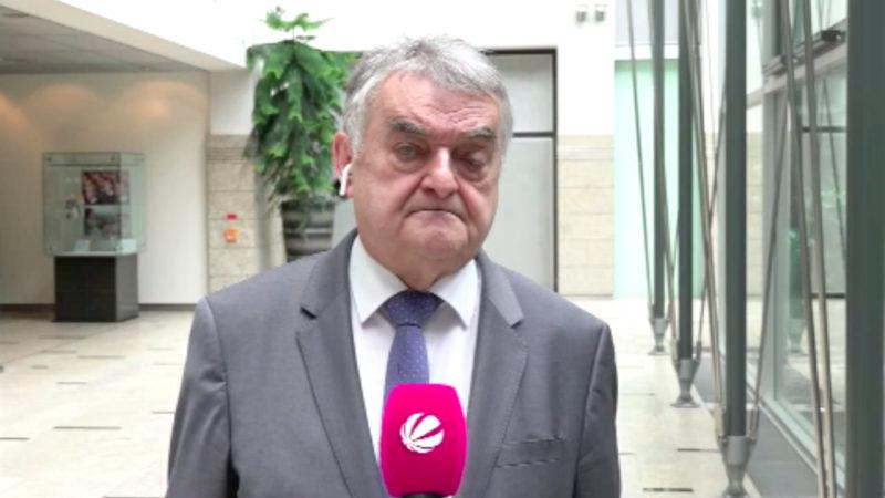 NRW-Innenminister Reul zum Münster-Missbrauch (Foto: SAT.1 NRW)