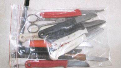 Messer auf einem Spielplatz verbuddelt (Foto: SAT.1 NRW)