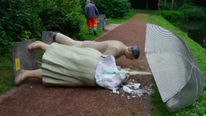 Unbekannte zerstören Alltagsmenschen-Skulpturen (Foto: SAT.1 NRW)