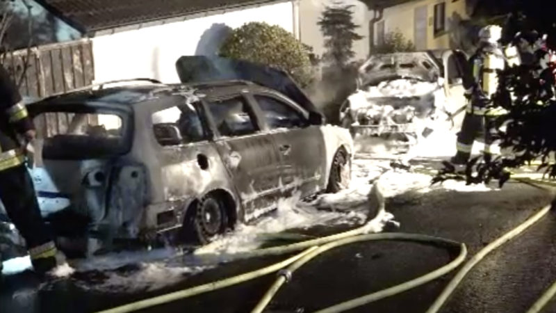 Autos völlig ausgebrannt (Foto: SAT.1 NRW)
