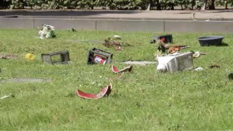 Vandalismus auf Krefelder Friedhof (Foto: SAT.1 NRW)