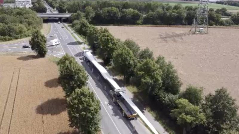 LKW steckt auf Autobahn fest (Foto: SAT.1 NRW)