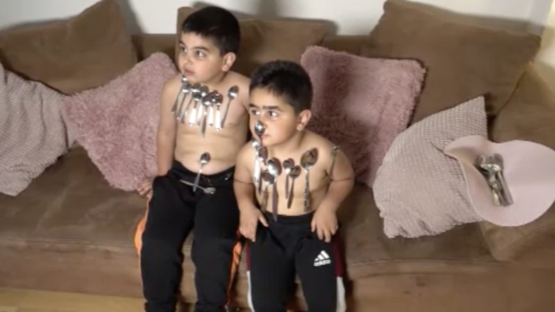 Wie Magie - magnetische Kinder (Foto: SAT.1 NRW)