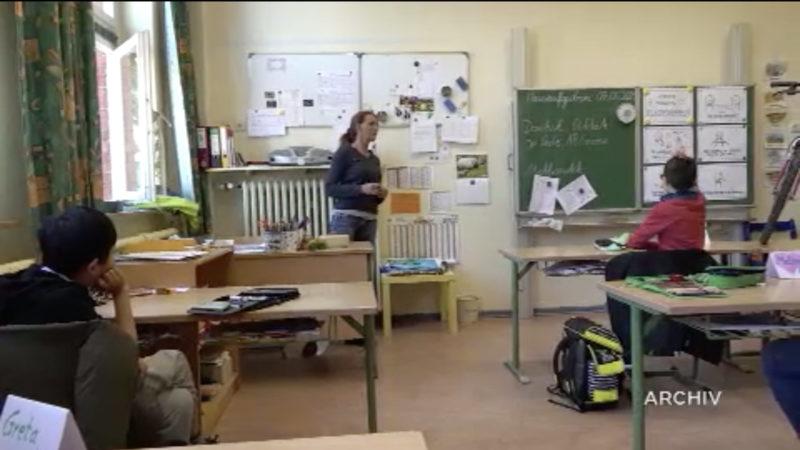Land will mehr Lehrer einstellen (Foto: SAT.1 NRW)