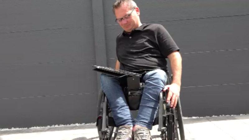 Autodiebe beklauen Rollstuhlfahrer (Foto: SAT.1 NRW)