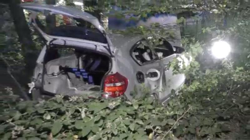 Anwohner retten Fahrer (Foto: SAT.1 NRW)