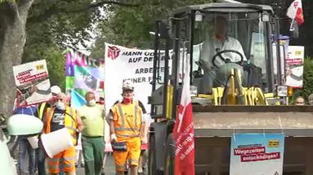 Demo für mehr Lohn (Foto: SAT.1 NRW)