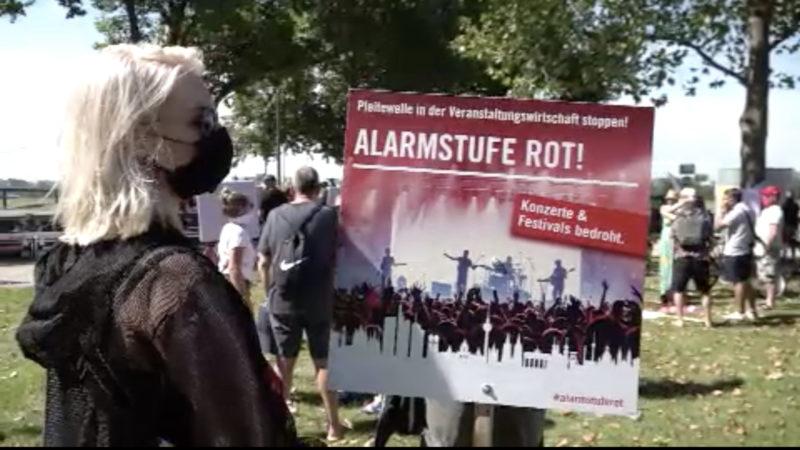 Veranstalter demonstrieren für mehr Unterstützung (Foto: SAT.1 NRW)