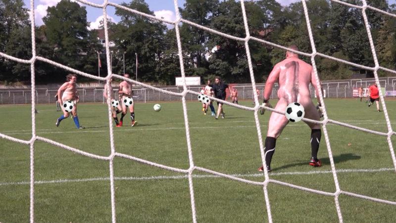 Nackt-Fußball (Foto: SAT.1 NRW)