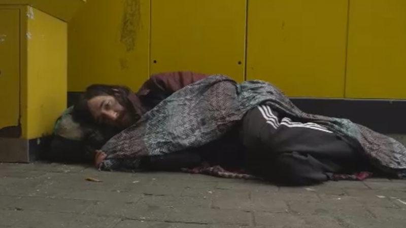 Obdachloser ausgeraubt (Foto: SAT.1 NRW)