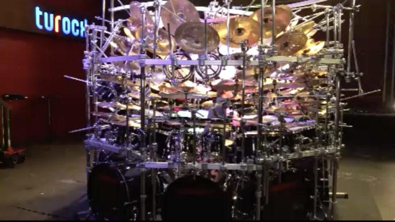 Das größte Schlagzeug der Welt (Foto: SAT.1 NRW)
