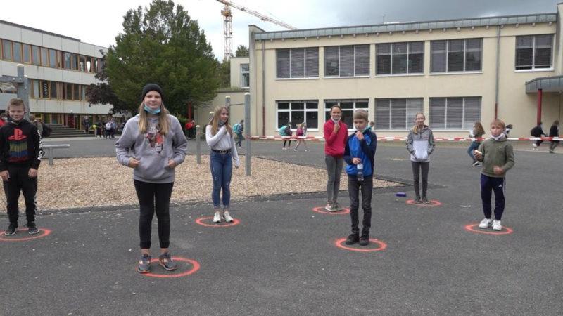 Kreise statt Masken (Foto: SAT.1 NRW)