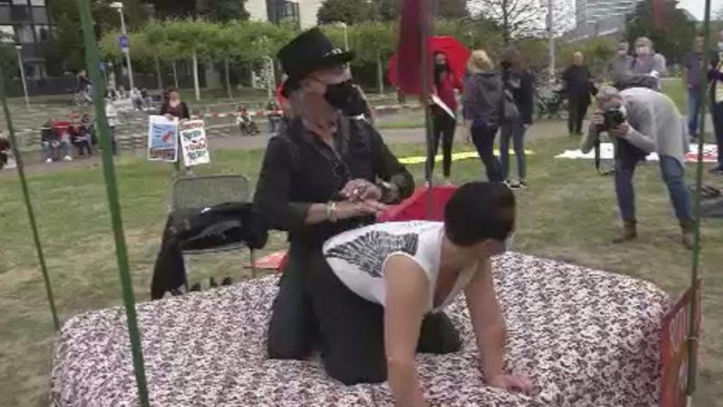 Sexarbeiter demonstrieren vor dem Landtag (Foto: SAT.1 NRW)