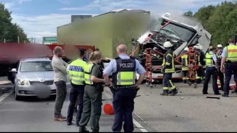 Unfall auf der A4 (Foto: SAT.1 NRW)