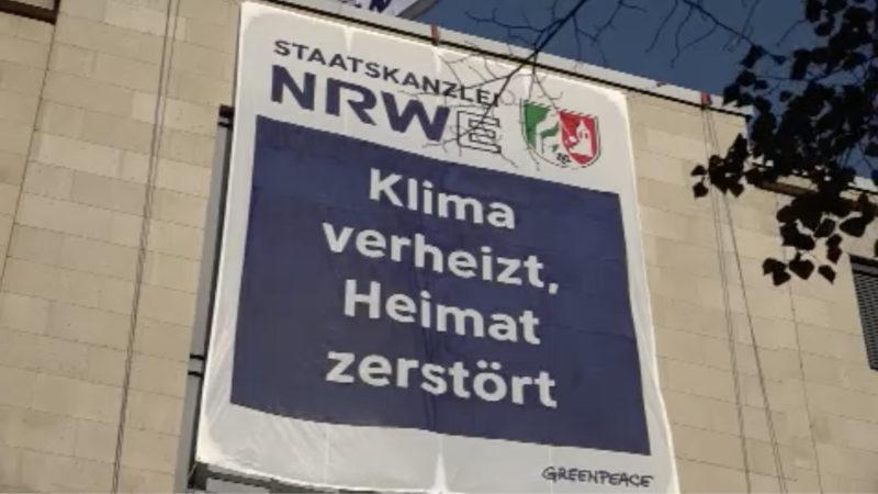 Greenpeace Aktivisten besetzen Staatskanzlei (Foto: SAT.1 NRW)