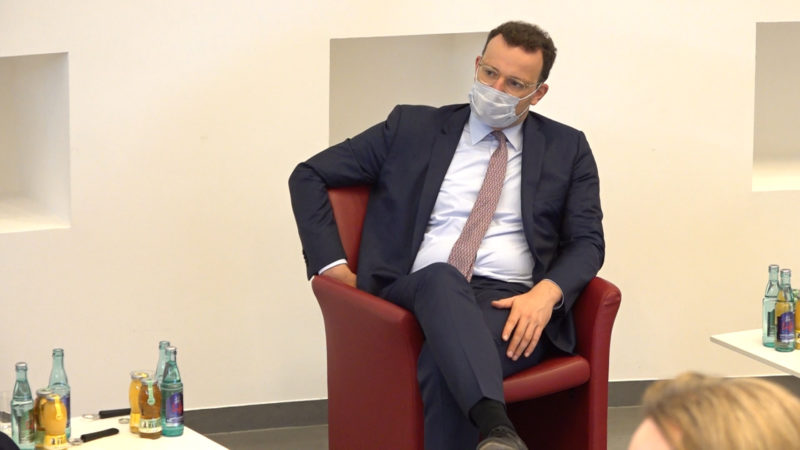 Jens Spahn besucht Krankenhaus (Foto: SAT.1 NRW)