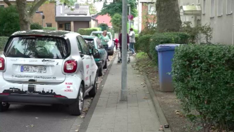 Laterne blockiert Gehweg (Foto: SAT.1 NRW)