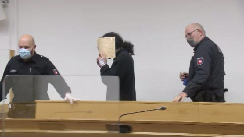 Prozess: Paar soll Mann mit 100 Messerstichen getötet haben (Foto: SAT.1 NRW)