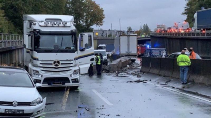 Laster durchbricht Leitplanke (Foto: SAT.1 NRW)