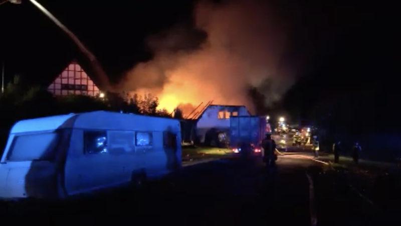 Zwei Bauernhöfe in Brand (Foto: SAT.1 NRW)