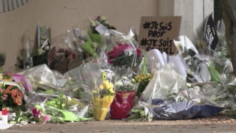 Mahnwache für getöteten Lehrer aus Paris (Foto: SAT.1 NRW)