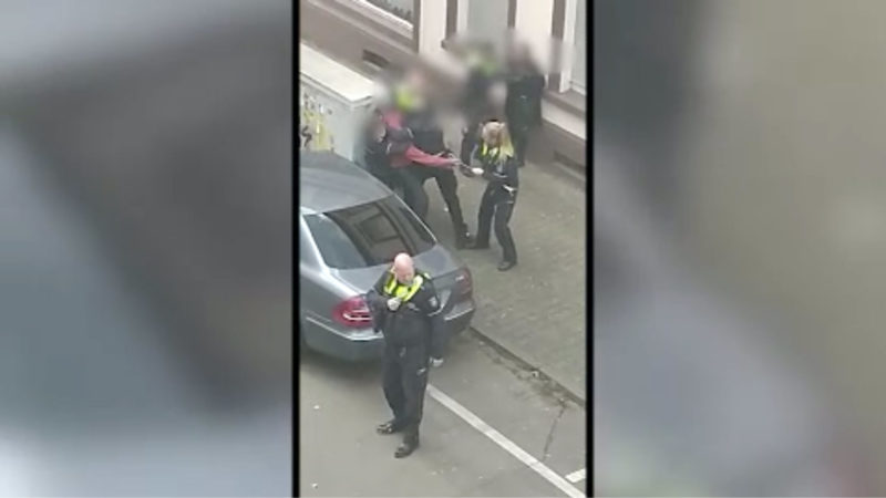 Umstrittener Polizeieinsatz (Foto: SAT.1 NRW)