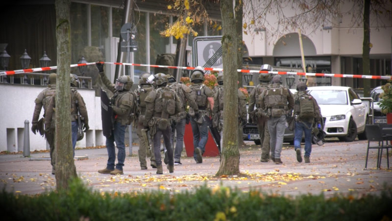 SEK sucht Flüchtigen (Foto: SAT.1 NRW)