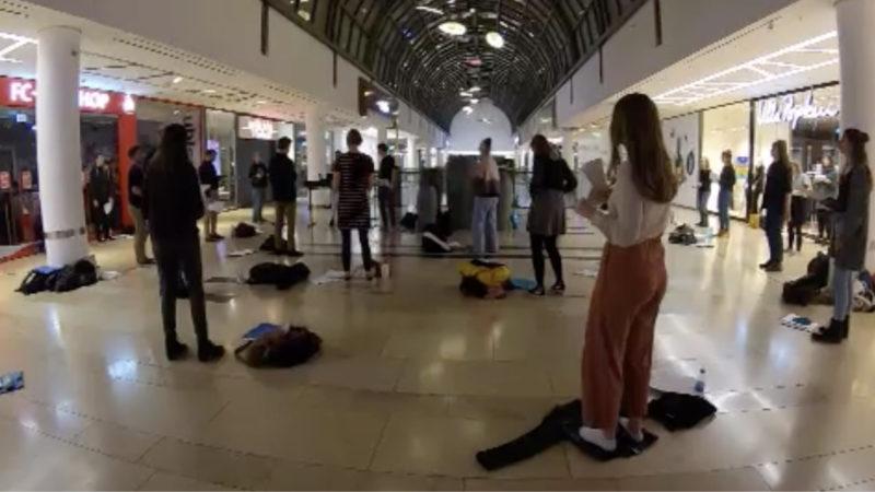 Chorprobe im Einkaufszentrum (Foto: SAT.1 NRW)