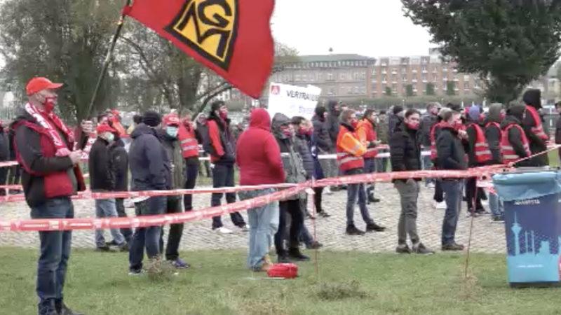 Stahlarbeiter vor Staatskanzlei (Foto: SAT.1 NRW)