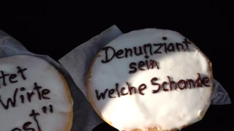 """Verschwörungsszene feiert selbsternannten """"Freiheitsbäcker"""" (Foto: SAT.1 NRW)"""