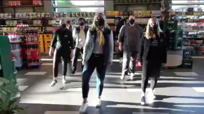 Supermarkt produziert Viral-Hit (Foto: SAT.1 NRW)