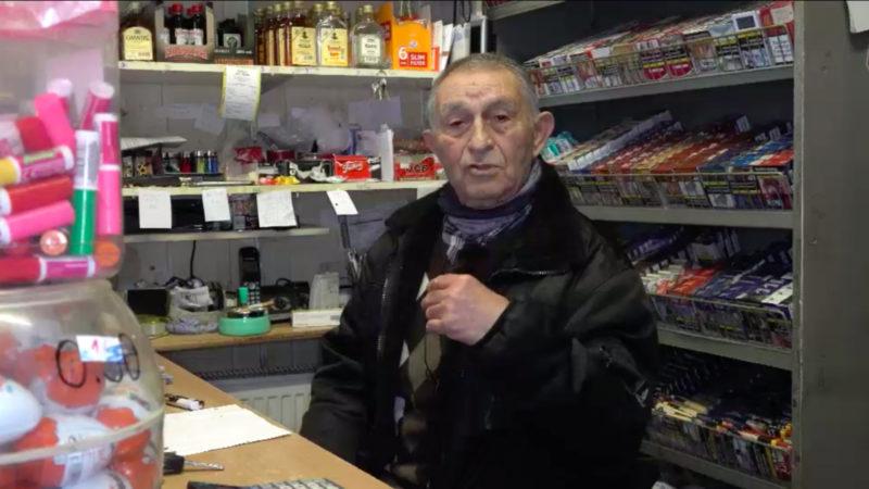 Kiosk-Opa vertreibt Räuber (Foto: SAT.1 NRW)