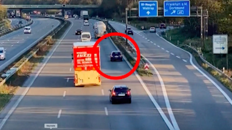 Auto fährt rückwärts über A2 (Foto: SAT.1 NRW)