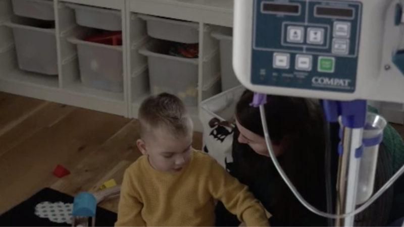4-Jähriger hilft Kindern (Foto: SAT.1 NRW)