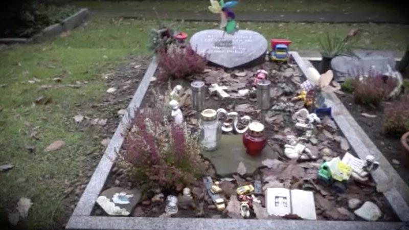 Ein Grab für Jason (Foto: SAT.1 NRW)