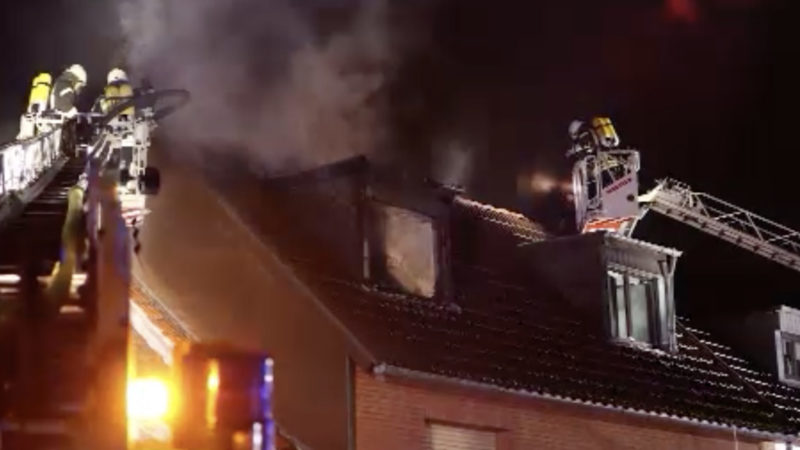Dachstuhlbrand in Köln (Foto: SAT.1 NRW)