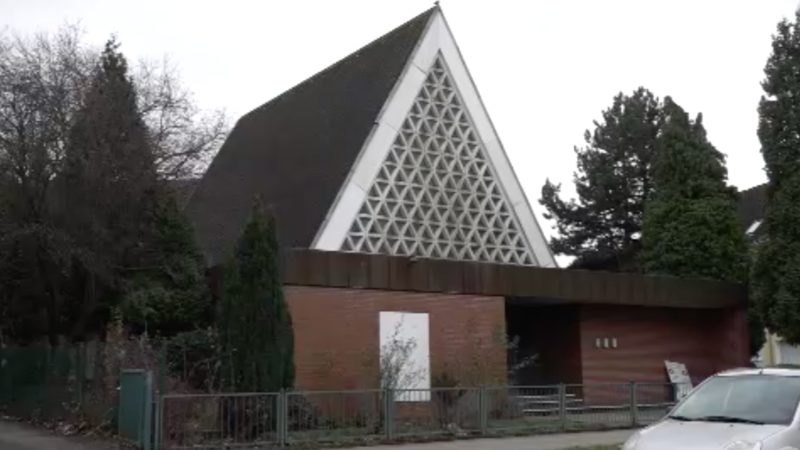 Gottesdienst aufgelöst (Foto: SAT.1 NRW)