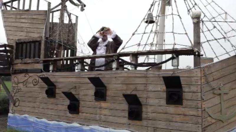 Piratenschiff im Garten (Foto: SAT.1 NRW)