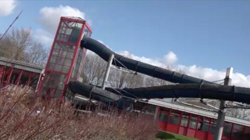 Schwimmbad verschenkt Wasserrutsche (Foto: SAT.1 NRW)