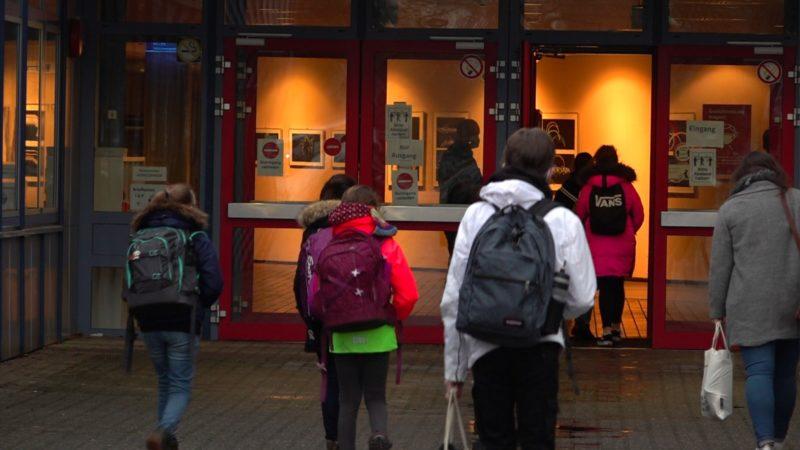 Trotz hoher Inzidenz: Schulen bleiben geöffnet (Foto: SAT.1 NRW)