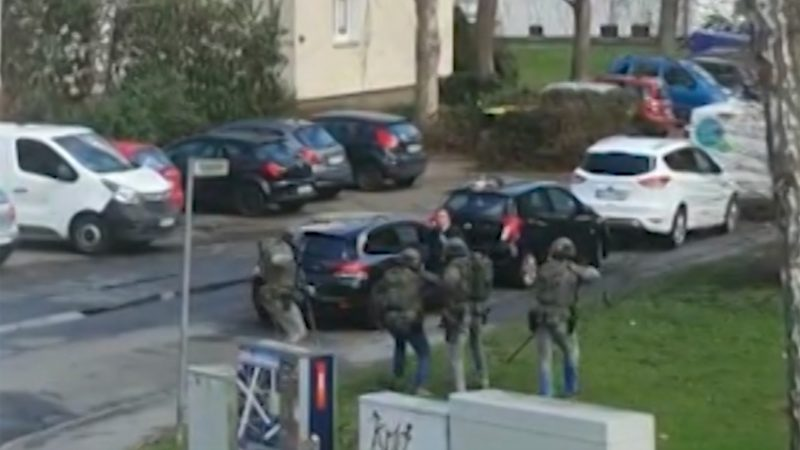 SEK schießt auf bewaffneten Mann (Foto: SAT.1 NRW)