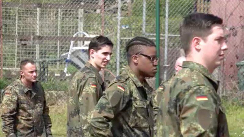 Ein Wehrdienst für Freiwillige (Foto: SAT.1 NRW)