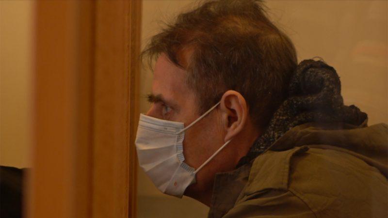 Sektenguru wegen Misshandlung vor Gericht (Foto: SAT.1 NRW)